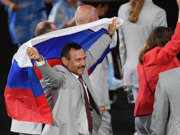 Пронесшему флаг России на Паралимпиаде-2016 белорусу подарят квартиру