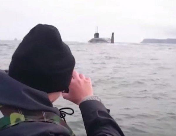 Youtube ВИДЕО всплытия атомной подлодки К-550 рядом с рыбаками стало хитом в Интернете (ВИДЕО)
