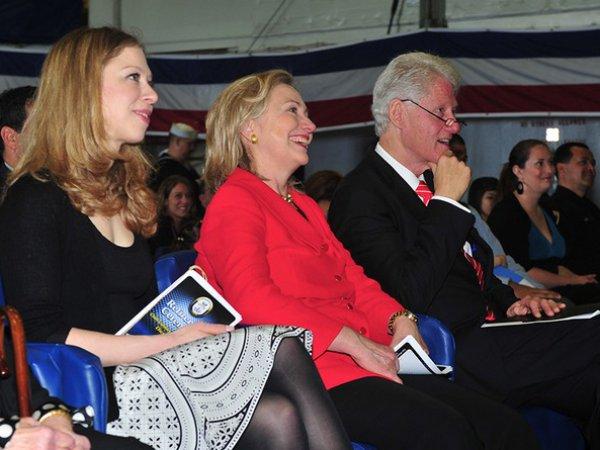 WikiLeaks: Клинтоны чуть не довели до самоубийства главу своего фонда (ФОТО)