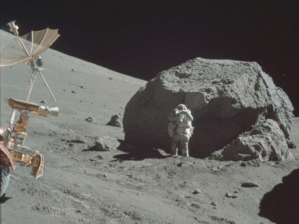 """""""Аполлон-17"""" предоставил очередные доказательства существования инопланетян (ФОТО, ВИДЕО)"""