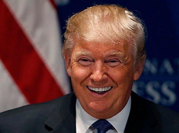 В США сотни зрителей покинули шоу оскорбившей Трампа комедиантки