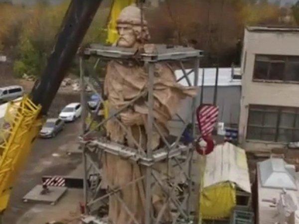 Памятник князю Владимиру в Москве: установлен основной элемент скульптуры (ФОТО, ВИДЕО)