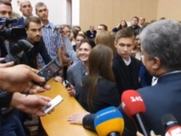 За неудобный вопрос президенту Порошенко студента отчислят из университета (ВИДЕО)
