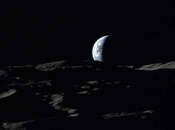 """Сеть """"взорвало"""" ВИДЕО восхода Земли над Луной"""