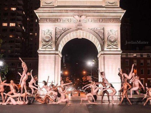 Города Европы и Америки заполонили обнаженные балерины (ФОТО, ВИДЕО)