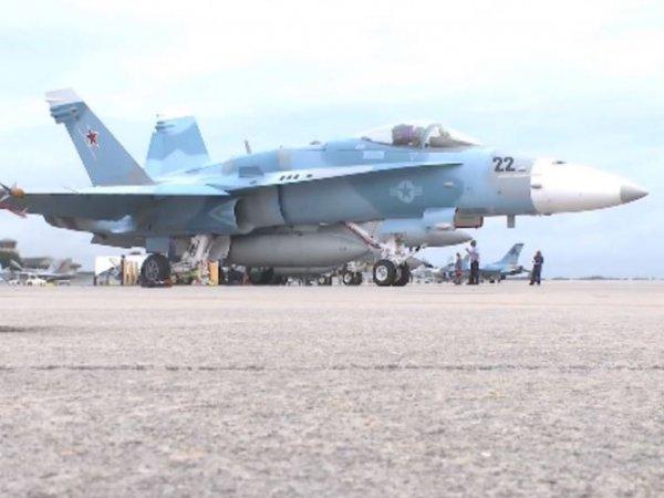 Американцы перекрасили самолет F/A-18 под Су-34 ВКС РФ, используемые в Сирии (ФОТО, ВИДЕО)