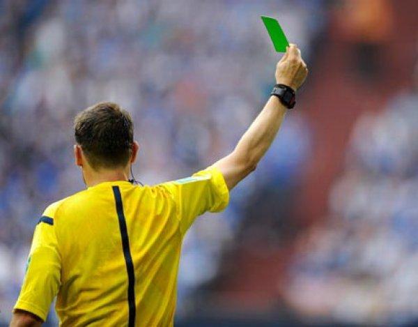 Первая зеленая карточка в истории футбола была показана в матче серии В чемпионата Италии (ВИДЕО)