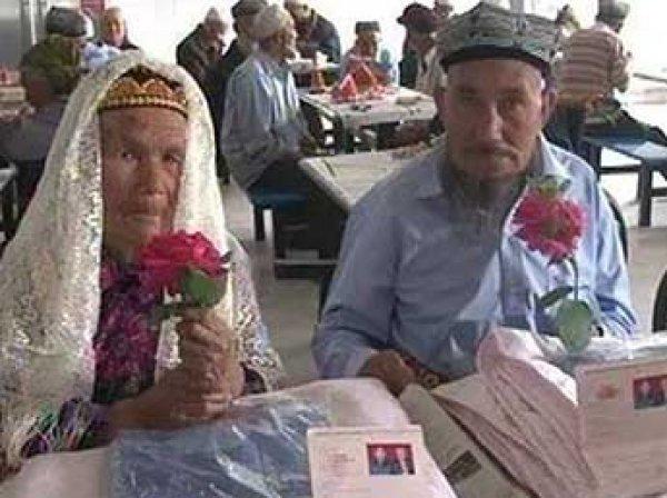 В Китае 114-летняя женщина вышла замуж за 71-летнего мужчину