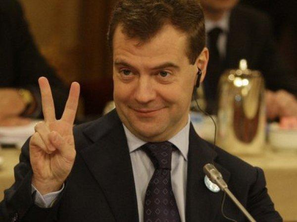 Медведев пообещал россиянам не снижать температуру горячей воды в домах