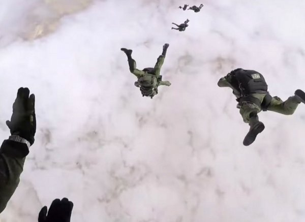На Кубани три десантника пропали после учебного прыжка с парашютом