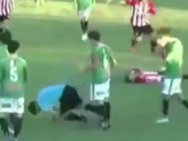 ВИДЕО убийства арбитра игроком во время футбольного матча появилось на Youtube