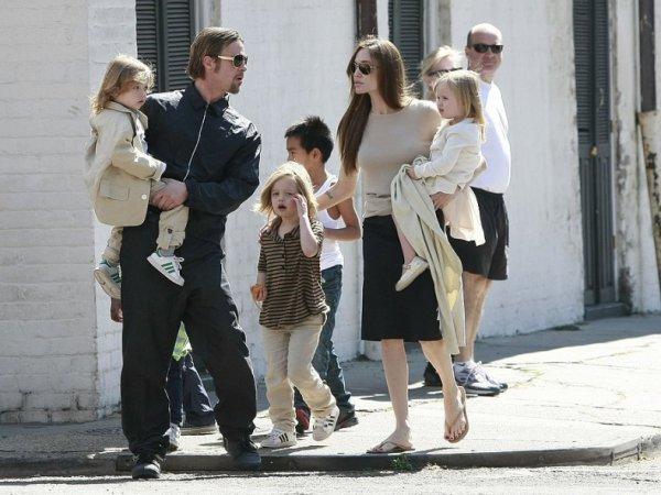 Анджелина Джоли и Брэд Питт, последние новости 2016: бывшие супруги договорились об опеке над детьми (ФОТО)