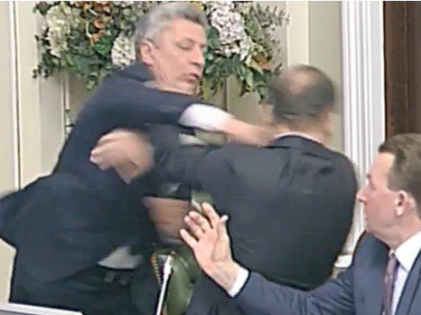 На YouTube появилось ВИДЕО избиения Ляшко на заседании Рады