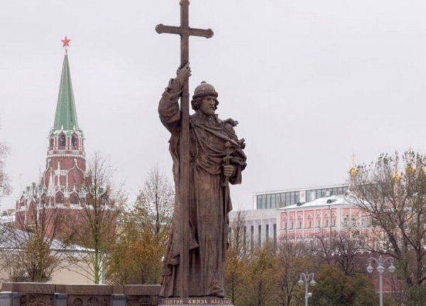 Открытие памятника князю Владимиру состоялось в Москве в День народного единства 4 ноября (ФОТО, ВИДЕО)