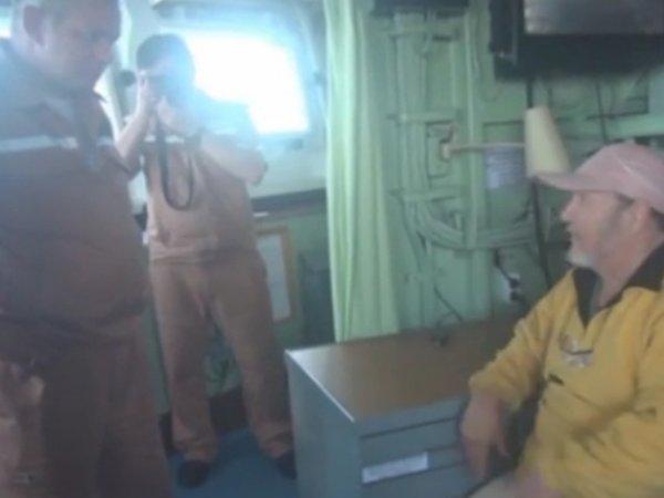"""В Сети появилось ВИДЕО спасения украинского судна """"Вице-адмиралом Кулаковым"""""""