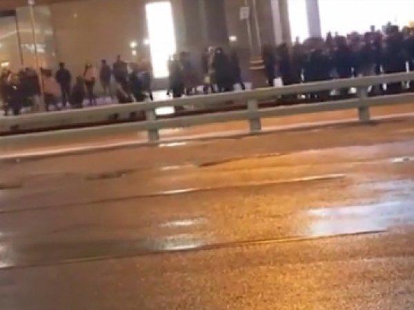 """В ТЦ """"Европейский"""" в Москве произошла массовая драка (ВИДЕО)"""