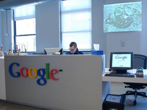 Сотрудник Google подал иск к корпорации из-за программы шпионажа