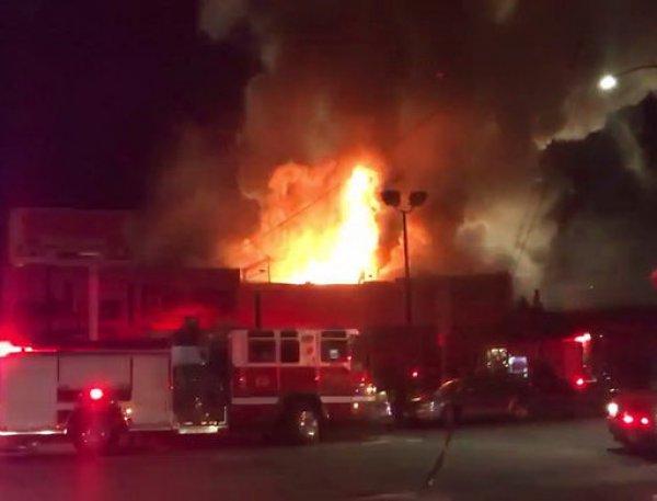 При пожаре в ночном клубе в Калифорнии погибли 9 человек (ВИДЕО)