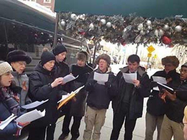 Американцы в Нью-Йорке спели гимн России в память о жертвах крушений Ту-154 (ВИДЕО)