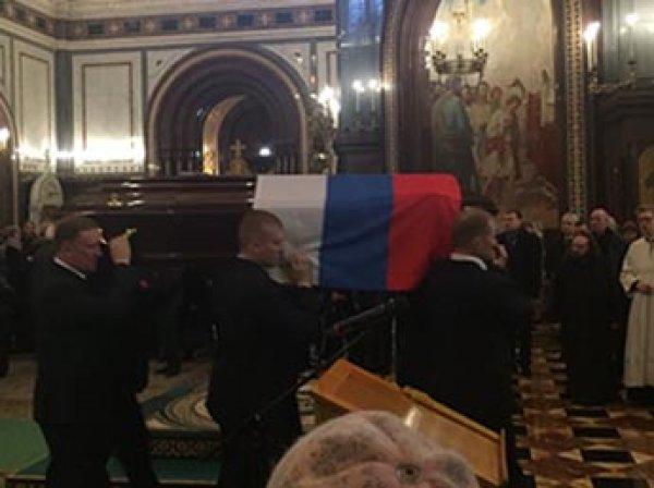 Похороны в Москве 22 декабря 2016 убитого в Турции посла РФ Карлова: патриарх Кирилл назвал его мучеником (ВИДЕО)