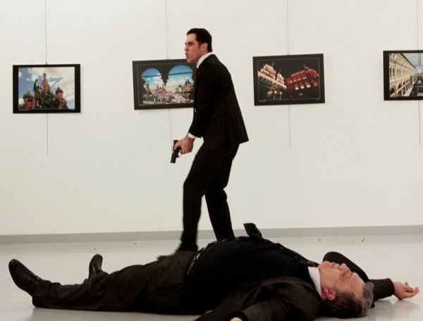 СМИ Турции сообщили о русской любовнице убийцы посла Карлова