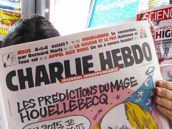 Charlie Hebdo о крушении Ту-154: карикатуры еженедельника прокомментировали в Минобороне (ФОТО)