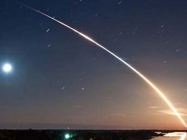 """YouTube """"взорвало"""" ВИДЕО падения метеорита под Омском"""