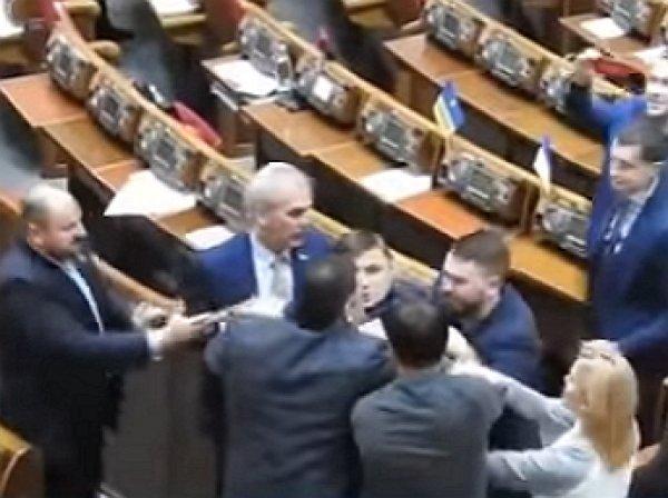YouTube ВИДЕО: депутаты Рады вновь устроили потасовку