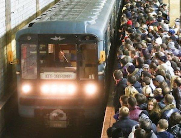 Названы самые опасные станции московского метро