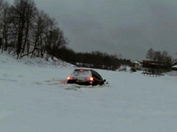 YouTube ВИДЕО: москвич утопил Land Cruiser 200 под лед после эффектного дрифта