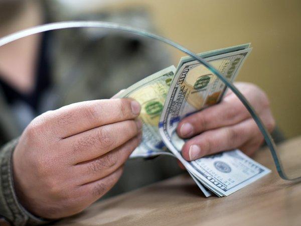Курс доллара на сегодня, 16 января 2017: эксперты рассказали, стоит ли покупать доллары на фоне укрепления рубля