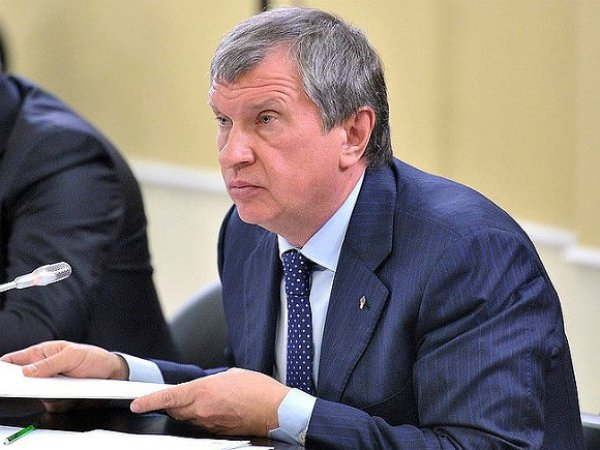 "СМИ: глава ""Роснефти"" Сечин нарушил запрет Путина о ""мигалках"" (ФОТО)"