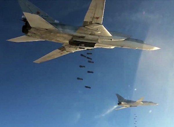 Авиаудар российских Ту-22М3 по боевикам ИГ в Сирии попал на ВИДЕО