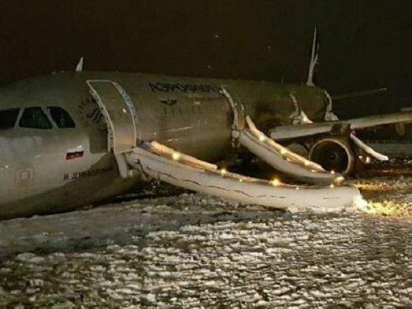 """""""Держат людей за скот"""": пассажиры A321 рассказали об аварии самолета в Калининграде (ФОТО, ВИДЕО)"""