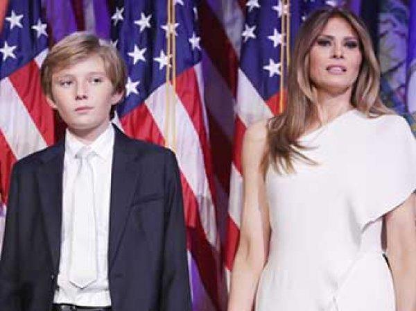 Сын Трампа во время инаугурации грубо отказался взять Меланью за руку (ВИДЕО)