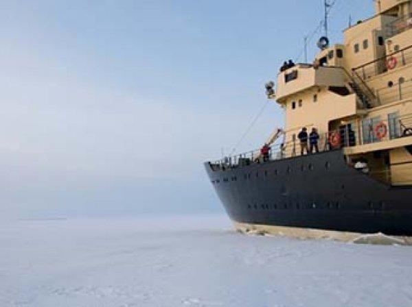 В Румынии на Дунае из-за внезапных морозов замерз корабль с людьми (ФОТО, ВИДЕО)