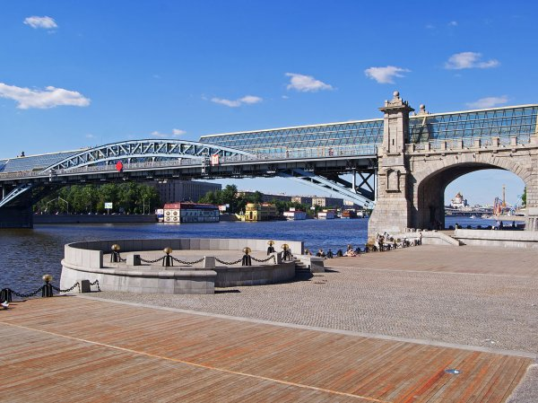ФОТО корабля-призрака на Москве-реке удивило пользователей Сети
