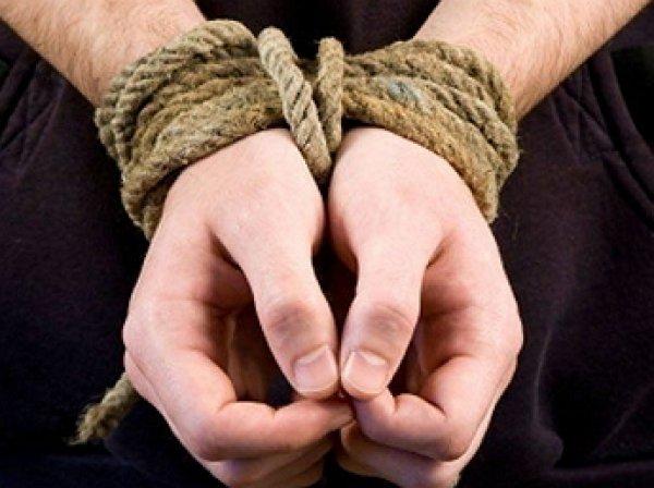 В Оренбурге неизвестные похитили 12-летнего ребенка: момент похищения попал на ВИДЕО