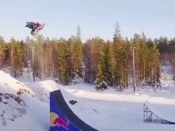 Шведский экстремал первым в мире сделал двойное сальто назад на снегоходе (ВИДЕО)