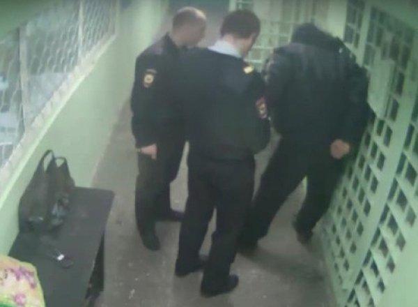 YouTube шокировало ВИДЕО пыток задержанных в полиции ХМАО