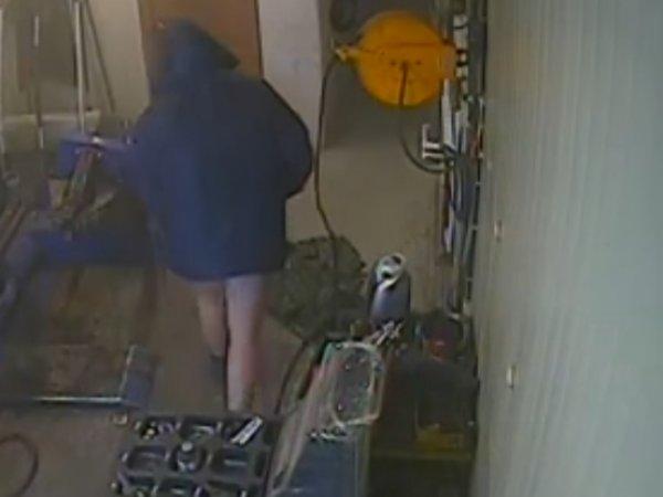 YouTube ВИДЕО: в Приморье взрыв в шиномонтаже оставил клиента без штанов (ВИДЕО)