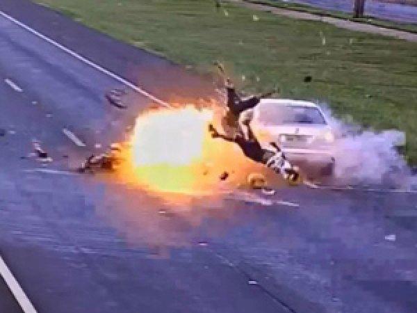 YouTube ВИДЕО смертельной аварии с мотоциклистом в Бразилии шокировало Сеть