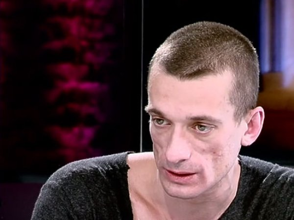 Художник Павленский после дела об изнасиловании эмигрировал из России