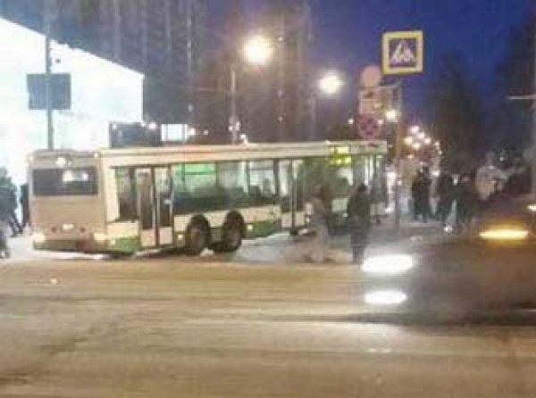 Авария в Москве 26 января: автобус влетел на остановку с людьми (ФОТО, ВИДЕО)