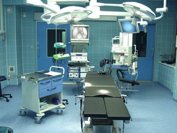 В Петербурге врач выложила интимные фото из операционной и сделала селфи с покойником