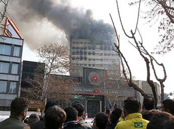 В Тегеране в прямом эфире обрушилась высотка: погибли 30 пожарных (ФОТО, ВИДЕО)