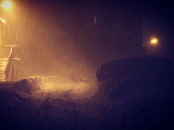 """YouTube ВИДЕО: Норильск накрыла """"черная пурга"""", сметающая крыши домов и прохожих"""