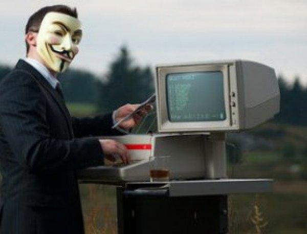 """СМИ: арестованный по делу о госизмене офицер ФСБ """"рулил"""" хакерами из """"Шалтая-Болтая"""""""