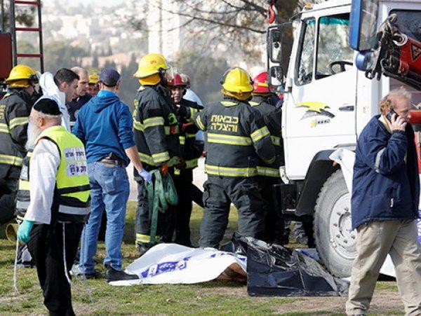 Теракт в Иерусалиме сегодня 08.01.2017: грузовик въехал в толпу людей - 4 погибших (ФОТО, ВИДЕО)