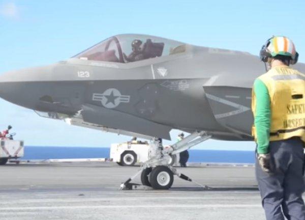 YouTube ВИДЕО: пилоты F-35 разбивают себе головы во время взлета